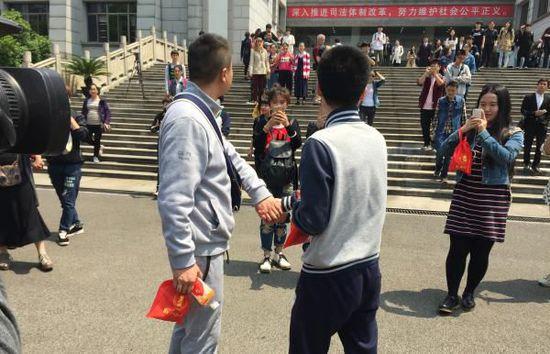 中国首例同性婚姻维权案同性恋者败诉